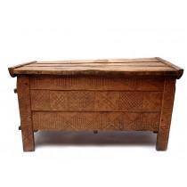 Veche ladă de zestre, maramureșeană| lemn de fag, sculptat și cioplit | prima jumătate a secolului XX