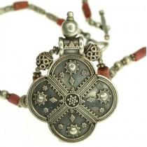 Vechi colier tribal cu amuletă hindusă |  manufactură în argint & coral roșu natural | British Raj