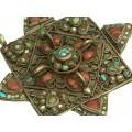 Vechi colier tibetan cu impozantă amuletă Mandala -Visvavajra | argint & metal comun | turcoaz & coral natural | Bhutan | secol XIX