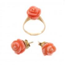 Set Cercei și Inel din aur decorat cu trandafiri sculptați în coral natural roz-somon  | Italia | 1950 -1960