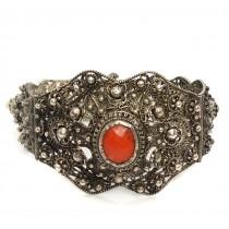Bijuterie de colecție muzeală : Veche brățară yemenită filigranată în argint & coral roșu natural | cca.1930