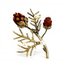 Rafinată broșă de Crăciun manufacturată argint aurit | perle de cultură și conuri sculptate | atelier Wells | Statele Unite cca.1970