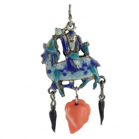 Veche amuletă taoistă Shou călare pe un Qilin | argint emailat și coral natural | prima jumătate a secolului XX
