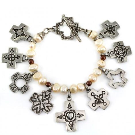 Brățară etnică amerindiană accesorizată cu amulete Spider Woman  | argint gravat și perle naturale de cultură | Statele Unite
