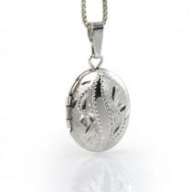 Colier din argint accesorizat cu un delicat pandantiv locket decorat prin gravare manuală | Statele Unite