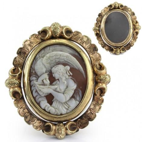Opulentă broșă locket victoriană decorată cu o camee naturală Hebe și Zeus   rolled gold   cca.1850 Marea Britanie