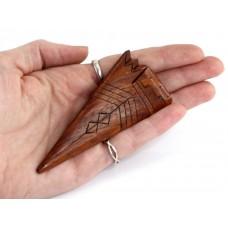 Inedită broșă modernistă amerindiană sculptată în lemn exotic de Cocobolo | Arowhead | Statele Unite
