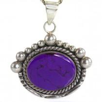 Colier accesorizat cu o veche amuletă amerindiană decorată cu un spectaculos sugilit violet | Apache Healing Stone | cca. 1960 Statele Unite