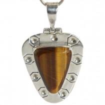 Colier cu amuletă modernistă mexicană decorat cu anturaj de piatră naturală Ochi de Tigru | argint 950 | cca. 1970