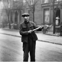 ℹ️ Dezinfecție pe străzile Marii Britanii  - Pandemia de gripă spaniolă - cca. 1920