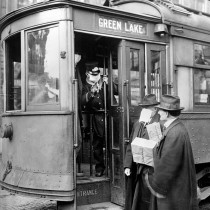 #pandemiadecultura ℹ Conductor verificând pasagerii - Seattle 1918