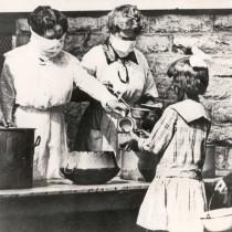 #pandemiadecultura ℹ Cantină stradală în vreme de pandemie   Cincinnati, cca. 1918