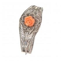 Rafinată brățară din argint filigranat decorată cu trandafir sculptat în coral natural   Italia   cca. 1945 -1950
