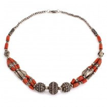 Vechi colier etnic indian din argint decorat cu anturaje de coral natural | Rajasthan