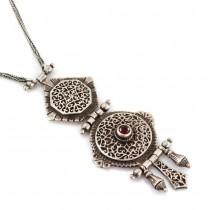 Elegant colier etnic indo-persan decorat cu un inedit pandant cinetic | argint & granat natural | India