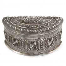 Splendidă cutie ceremonială cambodgiană din argint | manufactură de artizan khmer datând de la începutul secolului XX