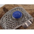 Impresionantă brățară etnică indo-persană decorată cu un superb anturaj de lapis lazuli natural | India