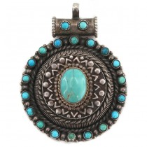 Impresionantă amuletă pectorală tibetană decorată cu anturaje de turcoaz natural himalayan | manufactură în argint | Nepal