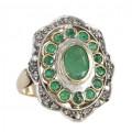 Inel Victorian Revival decorat cu diamante și smaralde naturale   manufactură în aur și argint   anii '70