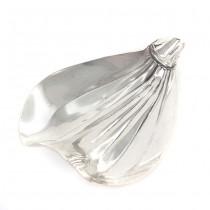 Scrumieră din argint rafinat stilizată sub forma unei petale | atelier Rino Greggio | Italia