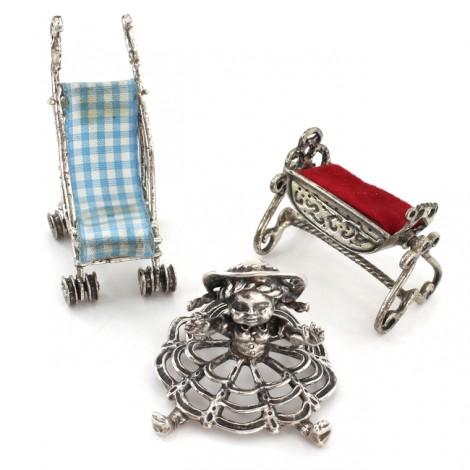 Colecție de miniaturi din argint: Simboluri ale copilăriei și maternității
