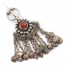 Veche fibulă iudeo-berberă decorată cu anturaj de coral roșu natural | manufactură în argint | Algeria | început de secol XX