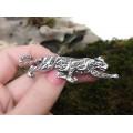 Broșă Art Deco rafinat stilizată sub forma unei pantere | argint & marcasite | Franța