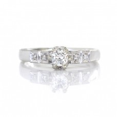 Inel Art Deco din aur alb 18 K decorat cu diamante naturale 0.31 ct   anii '40