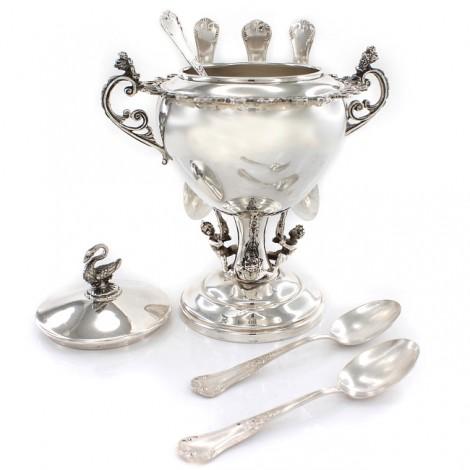 Garnitură din argint pentru servirea dulcețurilor rafinat elaborată în stil Renaissance | cca. 1950