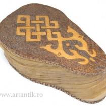 RAR : caseta bijuterii tibetana. Dpal be'u. Mongolia. Ulan Bator