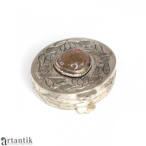 Veche cutiuță orientală, pentru medicamente | metal argintat și gravat & turmalină bicoloră |