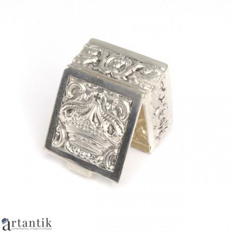 Veche cutiuță pentru medicamente | Estilo manuelino | metal argintat | Portugalia