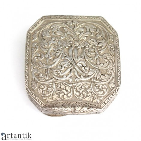 Rafinată cutiuță din argint   atelier napoletan, Asad Ventrella   cca. 1900